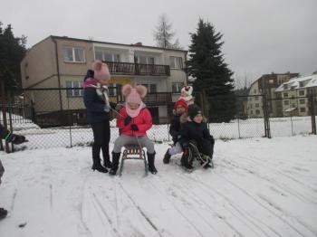 2018.01.16_krolewna_sniezka_zabawy_na_sniegu_004