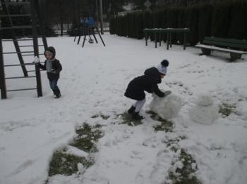 2018.01.16_krolewna_sniezka_zabawy_na_sniegu_013