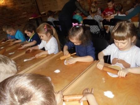 09.04.2019r. Muzeum w Trzciance - pieczemy mazurki