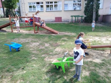 Znowu razem - wesołe zabawy na placu przedszkolnym 02.09.2019r.