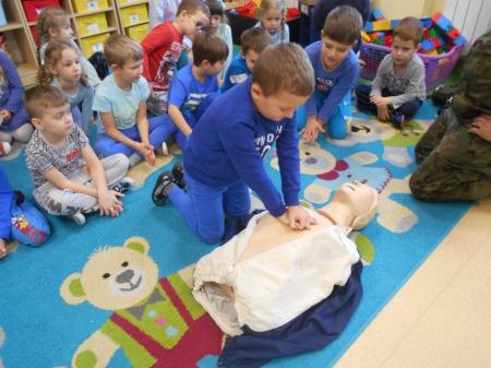 2019.11.20 - Spotkanie z ratownikiem medycznym- pokaz udzielania pierwszej pomoc