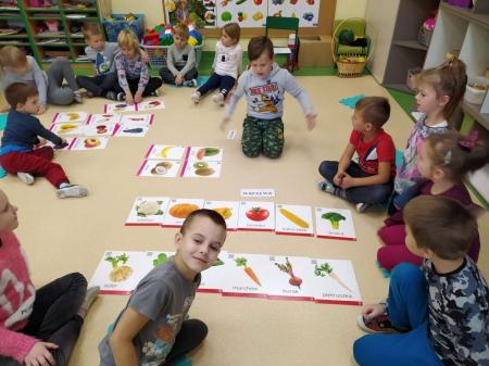 12.10.2020 - Codzienne zajęcia - warzywa i owoce.