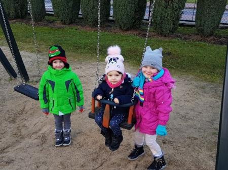 8.12.2017 Zabawy na placu przedszkolnym